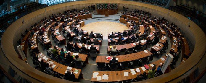 Im Landtag von NRW nahmen führende Politiker am Freitag Anteil am Schicksal der toten und vermissten Bergleute nach dem folgenschweren Grubenunglück in Soma.