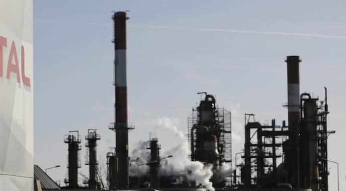 Der französische Öl-Riese Total SA geht trotz der Ukraine-Krise und der Sanktionen Westeuropas einen Deal mit der größten privaten russischen Ölfördergesellschaft ein und will ein riesiges Schieferölgebiet in Westsibirien erschließen.