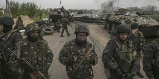 Ukraine-Krise: Die Offensive der Übergangsregierung gegen pro-russische Kräfte im Osten der Ukraine lässt die Bürgerkriegsgefahr im Land weiter ansteigen.