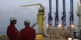 Rohstoff-Politik: Mehrere Monate hatte Öl aus dem Nordirak im Hafen von Ceyhan gelagert. Nun beginnt der Export - trotz der Uneinigkeit mit Bagdad.