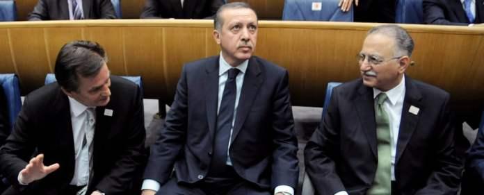 Erdogan unterhält sich mit Ihsanoglu. Beide kandidieren für das Präsidentschaftsamt der Türkei.