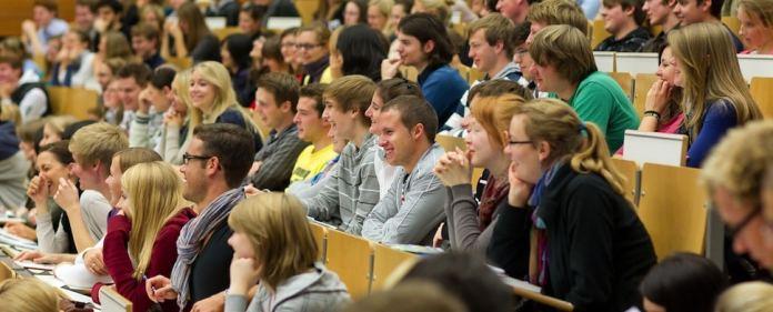Überfüllte Hörsäle sind nicht das einzige, was auf den Neustudent wartet. Von Finanzierungsfragen bis zur Wohnungssuche und die Planung der ersten Wochen - es gibt viel zu tun.