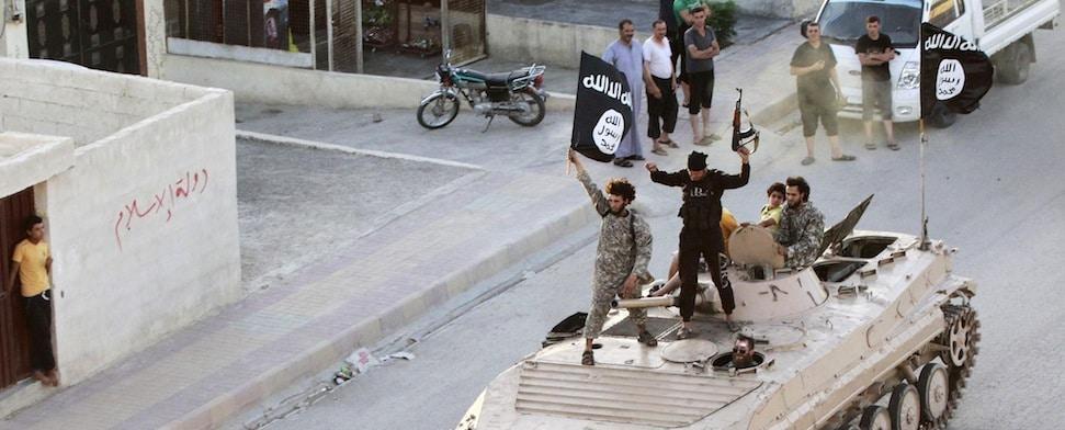 """Ein hochrangiger IS-Kommandeur spricht in der türkischen Grenzsstadt Reyhanlı mit einem Reporter der Washington Post und bedankt sich bei der Türkei für deren angebliche Hilfe. """"Es gab Equipment und Nachschub""""."""