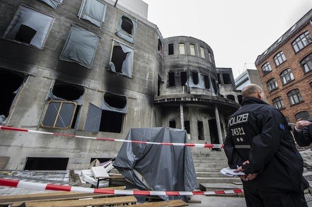 Als in der Nacht zum Dienstag um kurz nach zehn ein Feuer in der Berliner Mevlana Moschee ausbrach und das Gebäude zerstörte, bleibt auch noch Tage danach eine breite Solidaritätswelle aus. (dpa)
