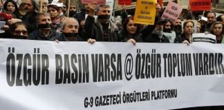 Der Umgang mit kritischen Medien durch die AKP-Regierung und Präsident Erdoğan erinnert an die alte Türkei. Einzelne Medien wurden nicht für den außerordentlichen Kongress in Ankara zu akkreditieren. Wer Kritik übt, hat keinen Zugang zu Informationen.