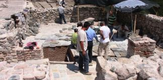 Sowohl in Burdur als auch in Van erregten jüngst bedeutende Ausgrabungen Aufsehen. So wurde unter anderem ein 1500 Jahre altes Restaurant freigelegt. In Van fand man Bürgerhäuser aus dem Urartäerreich.