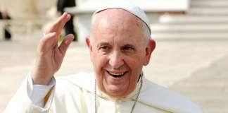 Papst Franziskus grüßt