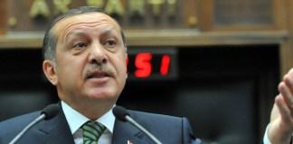 Erdogan spricht als Ministerpräsident auf einem Parteitag seiner Partei AKP.