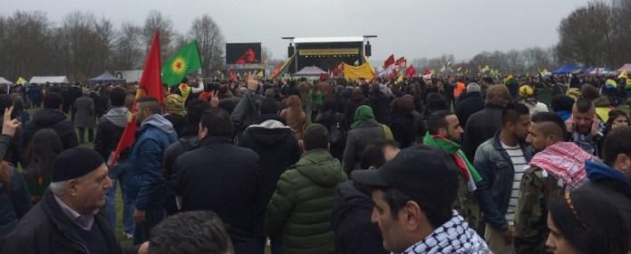 In Bonn feierten am Samstag mehr als 17.000 Menschen das kurdische Neujahrsfest Newroz. Im Fokus stand ein Brief über die Zukunft des Friedensprozess.