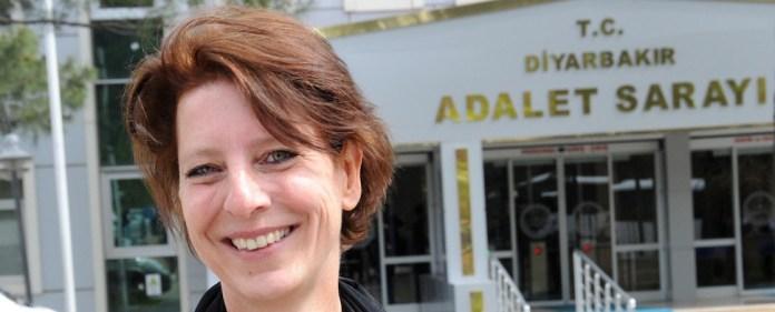 Im Prozess gegen die niederländische Journalistin Frederike Geerdink wegen angeblicher Terror-Propaganda hat der Staatsanwalt für einen Freispruch plädiert.