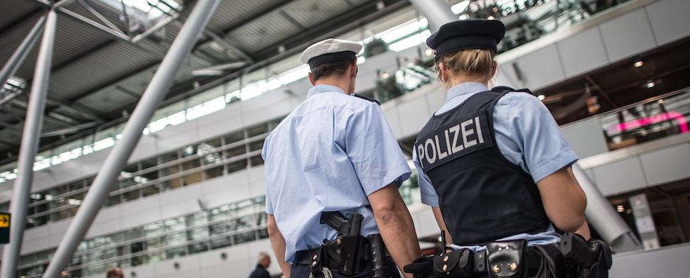 Wie weit darf ein deutscher Beamter bei der Personenkontrolle gehen?