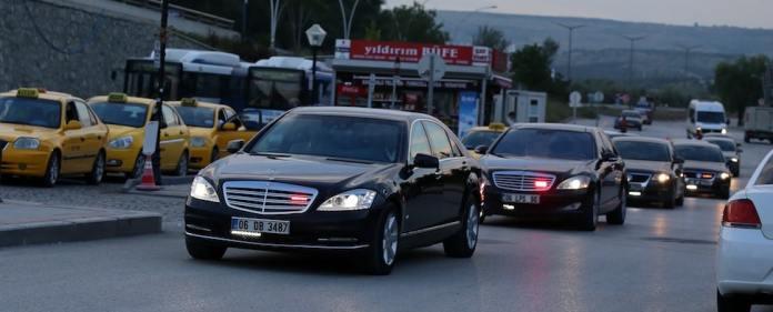 Diyanet-Präsident Mehmet Görmez ließ sich mit neuem Luxus-Wagen zum Fastenbrechen ins Erdoğan-Palast fahren.