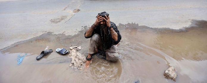 Bei der Hitzewelle im Süden Pakistans sind seit Beginn des Fastenmonats Ramadan mehr als 1000 Menschen gestorben. Weil viele Menschen ihr Fasten nicht brechen wollen, hat ein Gelehrter nun eine Fatwa erlassen.
