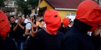 Mutmaßlich YDG-H-Anhänger bei der Trauerfeier für die Toten von Suruç.