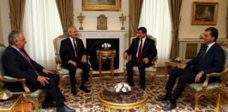 Ahmet Davutoğlu, Kemal Kılıçdaroğlu, Ömer Çelik, Haluk Koç bei den Koalitionsverhandlungen in Ankara