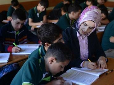 Berlin: Gymnasium stellt muslimische Kopftuchträgerin ein