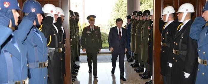 Ahmet Davutoğlu und Hulusi Akar