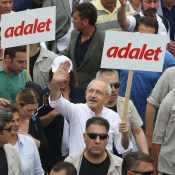 """""""adalet"""" Demonstration populär"""