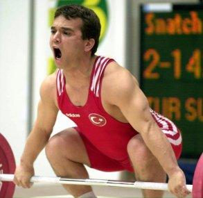 Türkischer Gewichtheber-Olympiasieger Süleymanoglu stirbt mit 50
