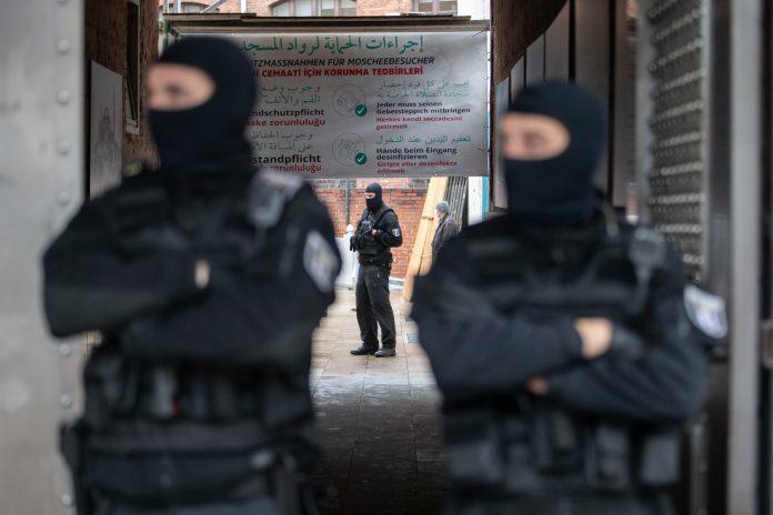 Polizei durchsucht Berliner Moschee.