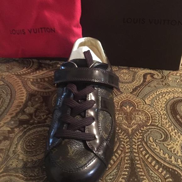 Boy Jordan Shoes Gold Size 2