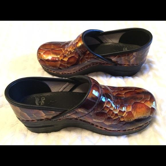 Dansko Shoes Victoria