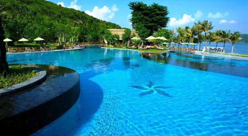 Khu du lịch đảo Hòn Tằm Nha Trang với các hồ bơi xinh đẹp
