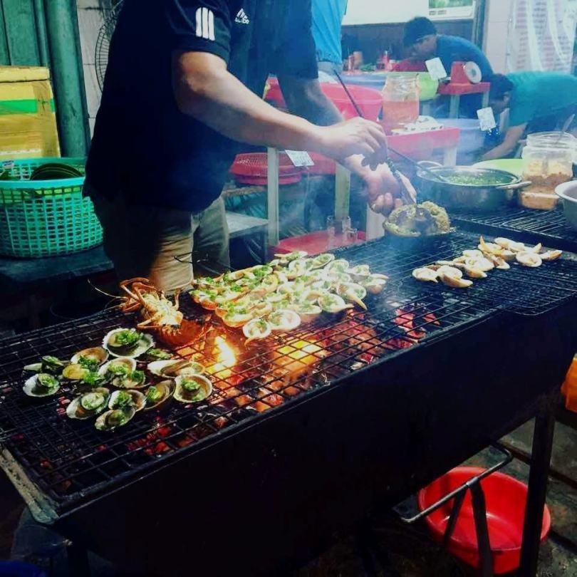 Món nhum nướng Nha Trang tại quán hải sản Thanh Sương Cầu Đá Vĩnh Nguyên