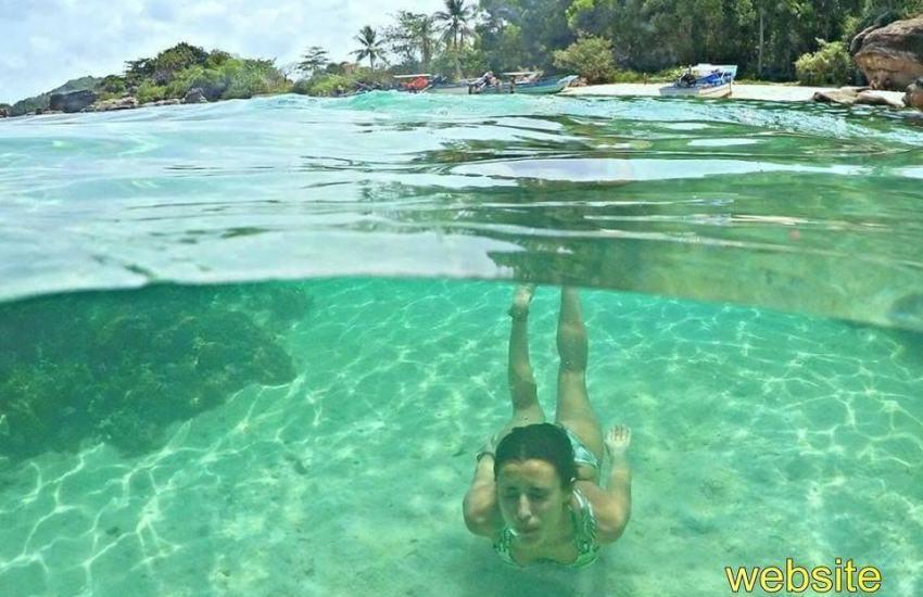 Ảnh chụp tại hòn Móng Tay - Phú Quốc: không biết bơi bạn cũng có thể úp mặt xuống nước là thấy san hô nhưng biết bơi sẽ thú vị hơn