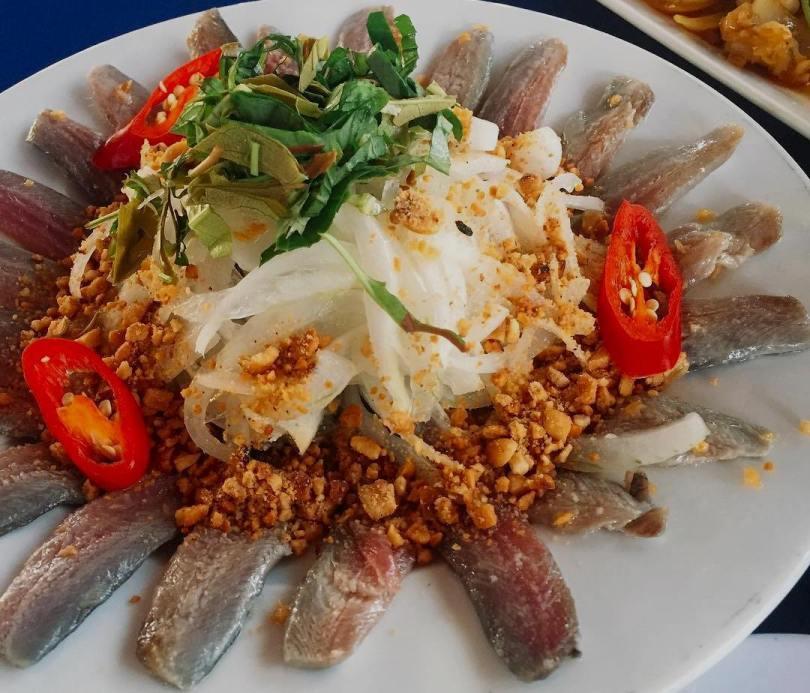 Hình ảnh các món ăn vặt ở Phú Quốc: gỏi cá trích