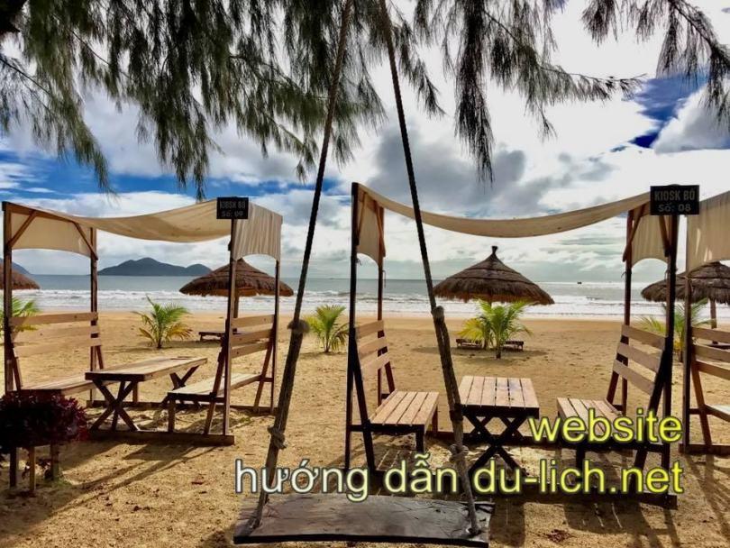 Review khu du lịch Đại Lãnh Vạn Ninh Khánh Hòa: khu vực bãi biển trước nhà hàng du lịch dưới chân đèo Cổ Mã