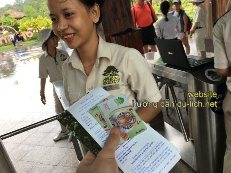 Kinh nghiệm đi Safari Phú Quốc (Review): Sau khi mua được vé thì bạn sẽ đi vào khu kiểm soát vé