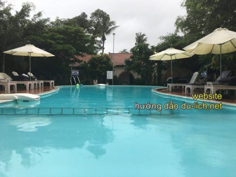 Hình ảnh Diadem Resort Phú Quốc: bể bơi ở giữa, xung quanh là các bungalow