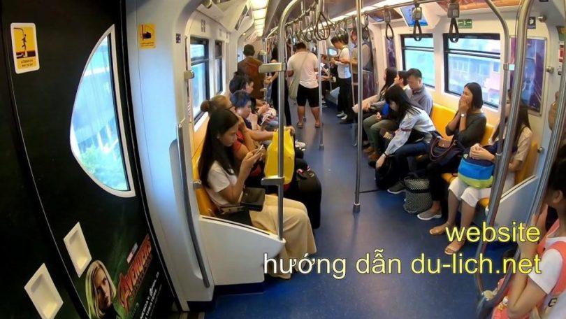 Trên tàu điện tới ga Mochit - Bangkok