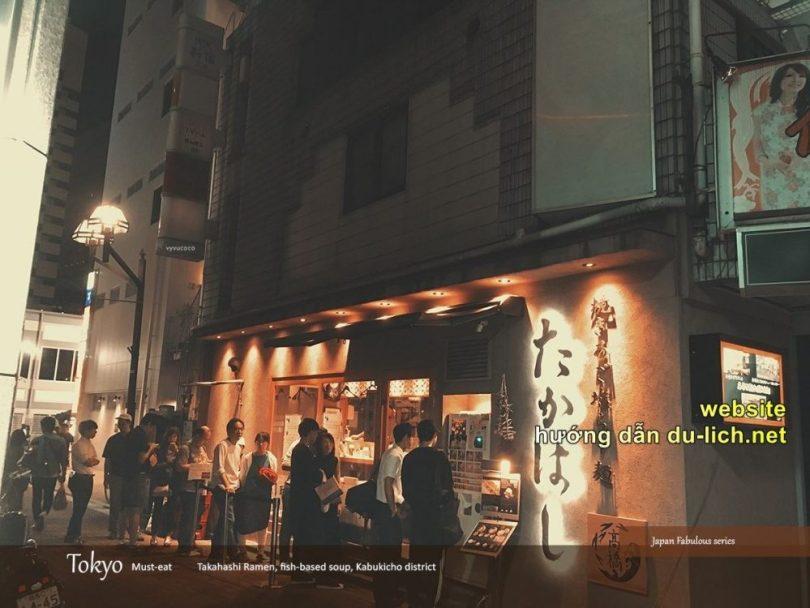 Xếp hàng ăn mì Takahashi ramen tại Habukicho