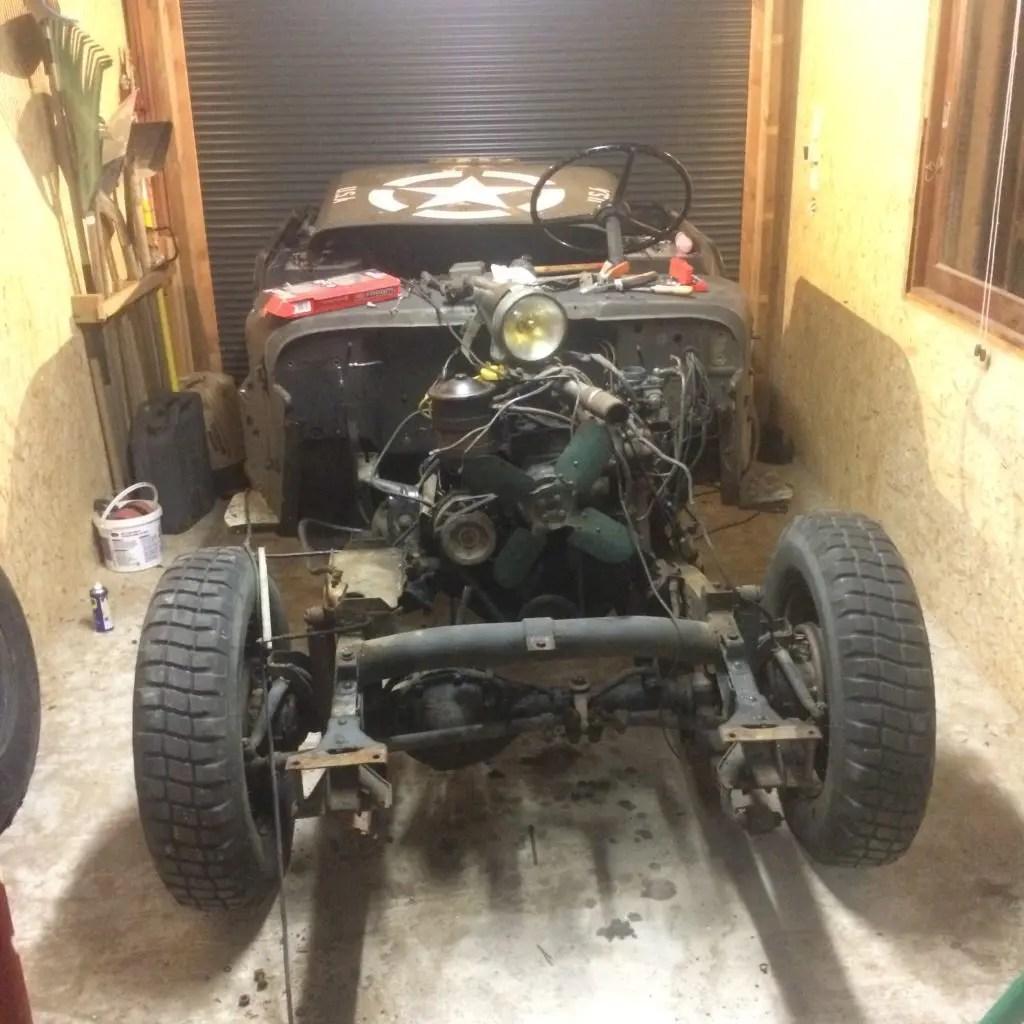 Jeep Hotchkiss M201 en cours de démontage