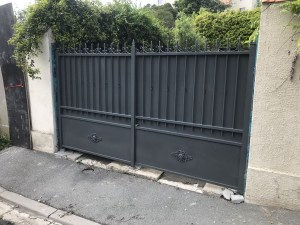 Sablage de deux portails en fer forgé