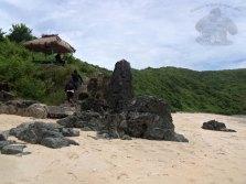 batu karang dan berugak