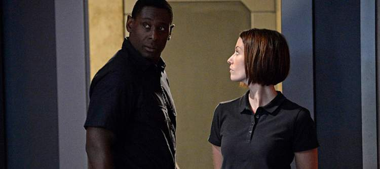 """""""Human For a Day"""" -- Alex's mistrust of Hank reaches a breaking point when the earthquake traps them in the DEO with Jemm (Charles Halford), a powerful alien escapee, on SUPERGIRL, Monday, Dec. 7 (8:00-9:00 PM, ET/PT) on the CBS Television Network. Pictured left to right: David Harewood and Chyler Leigh Photo: Darren Michaels/Warner Bros. Entertainment Inc. © 2015 WBEI. All rights reserved."""