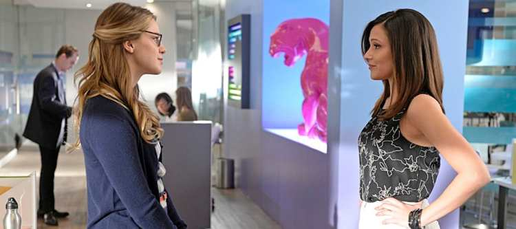 """""""Truth, Justice and the American Way"""" -- Cat hires a second assistant, Siobhan Smythe (Italia Ricci, right), who immediately tries to one-up Kara (Melissa Benoist, left), on SUPERGIRL, Monday, Feb. 22 (8:00-9:00 PM, ET/PT) on the CBS Television Network. Photo: Darren Michaels/Warner Bros. Entertainment Inc. © 2016 WBEI. All rights reserved."""