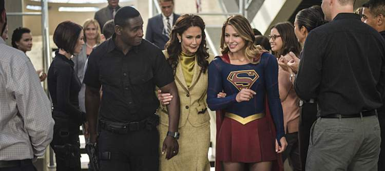 "Supergirl -- ""Welcome to Earth"" -- Image SPG203c_0312 -- Pictured (L-R): David Harewood as Hank Henshaw, Lynda Carter as President Olivia Marsdin, Melissa Benoist as Kara/Supergirl,  -- Photo: Diyah Pera/The CW -- © 2016 The CW Network, LLC. All Rights Reserved"