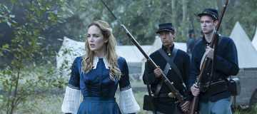 """DC's Legends of Tomorrow --""""Abominations""""-- Image LGN204b_0273.jpg -- Pictured: Caity Lotz as Sara Lance/White Canary -- Photo: Katie Yu/The CW -- © 2016 The CW Network, LLC. All Rights Reserved."""