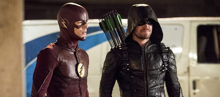 """The Flash -- """"Invasion!"""" -- Image FLA308c_0247b.jpg -- Pictured (L-R): Grant Gustin as The Flash and Stephen Amell as Green Arrow  -- Photo: Dean Buscher/The CW -- © 2016 The CW Network, LLC. All rights reserved."""