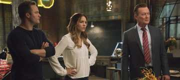 """""""Mother Load"""" -- Paige's estranged mother calls on Team Scorpion when she accidentally uncovers a forgotten nuclear reactor on the verge of exploding, on SCORPION, Monday, Nov. 21 (10:00-11:00 PM, ET/PT), on the CBS Television Network. Pictured: Scott Porter, Katharine McPhee, Robert Patrick.  Photo: CBS ©2016 CBS Broadcasting, Inc. All Rights Reserved"""