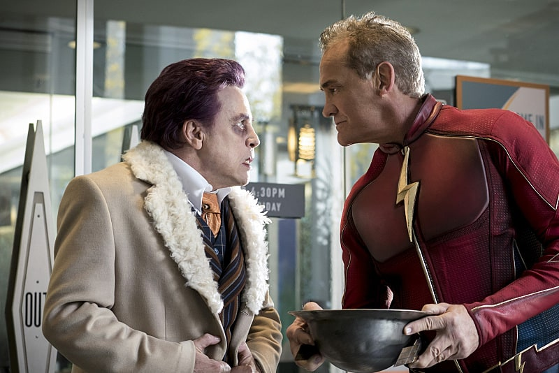 """The Flash -- """"The Present"""" -- Image FLA309a_0058b.jpg -- Pictured (L-R) Mark Hamill as James Jesse and John Wesley Shipp as Jay Garrick -- Photo: Katie Yu/The CW -- © 2016 The CW Network, LLC. All rights reserved."""