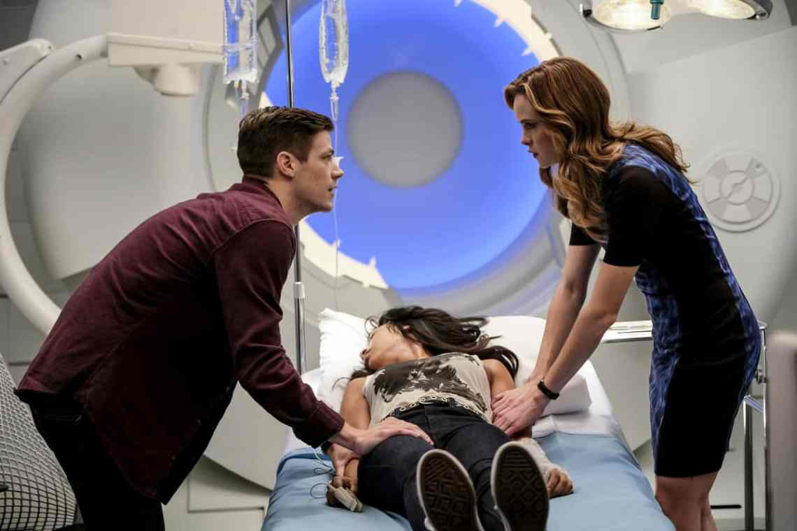 """The Flash -- """" Untouchable"""" -- Image FLA312a_0085b.jpg -- Pictured (L-R): Grant Gustin as Barry Allen, Candice Patton as Iris West and Danielle Panabaker as Caitlin Snow -- Photo: Robert Falconer/The CW -- © 2017 The CW Network, LLC. All rights reserved."""