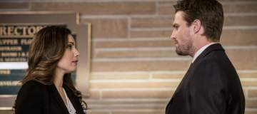 "Arrow -- ""Fighting Fire With Fire"" -- Image AR515b_0204b.jpg -- Pictured (L-R): Carly Pope as Susan Williams and Stephen Amell as Oliver Queen -- Photo: Diyah Pera/The CW -- © 2017 The CW Network, LLC. All Rights Reserved."