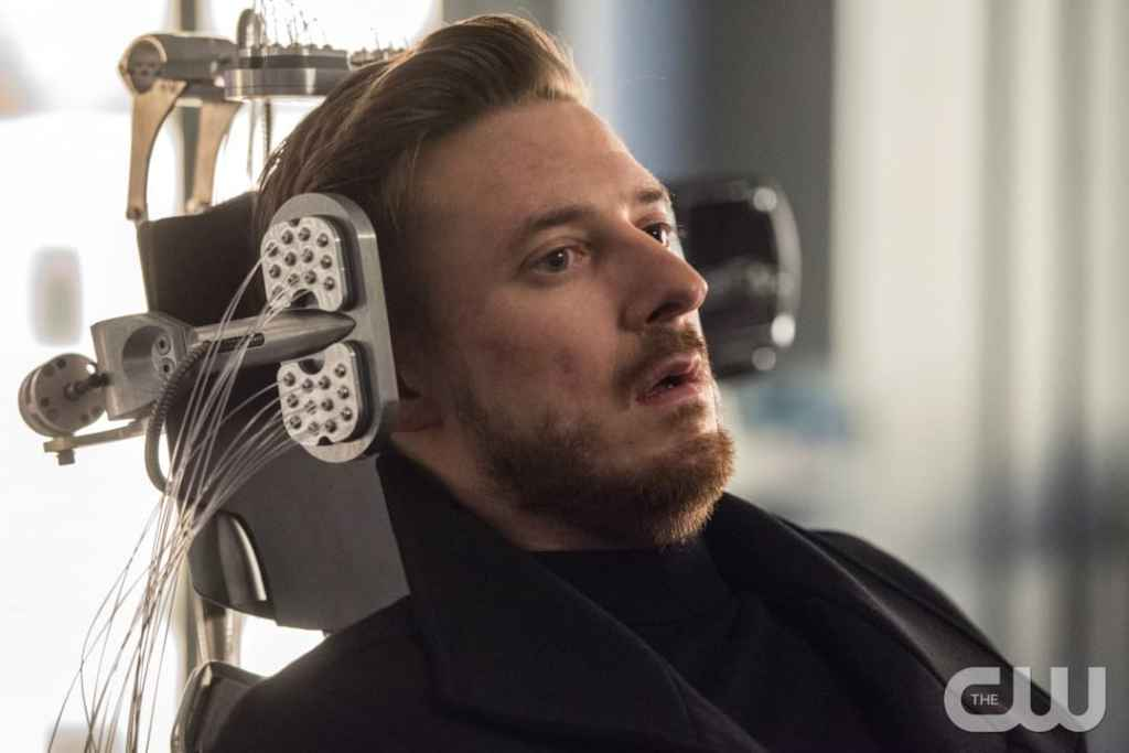"""DC's Legends of Tomorrow --""""Land of the Lost""""-- LGN213a_0306.jpg -- Pictured: Arthur Darvill as Rip Hunter -- Photo: Dean Buscher/The CW -- © 2017 The CW Network, LLC. All Rights Reserved"""