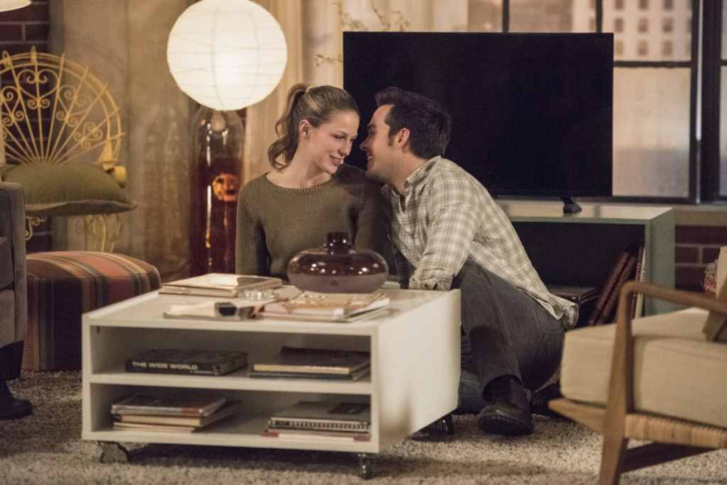 """Supergirl -- """"Homecoming"""" -- SPG214a_0122.jpg -- Pictured (L-R): Melissa Benoist as Kara and Chris Wood as Mike -- Photo: Dean Buscher/The CW -- © 2017 The CW Network, LLC. All Rights Reserved"""