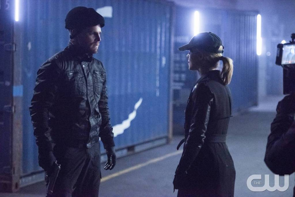 "Arrow -- ""Dangerous Liaisons"" -- Image AR519b_0624.jpg -- Pictured (L-R): Stephen Amell as Oliver Queen/The Green Arrow and Emily Bett Rickards as Felicity Smoak -- Photo: Diyah Pera/The CW -- © 2017 The CW Network, LLC. All Rights Reserved."